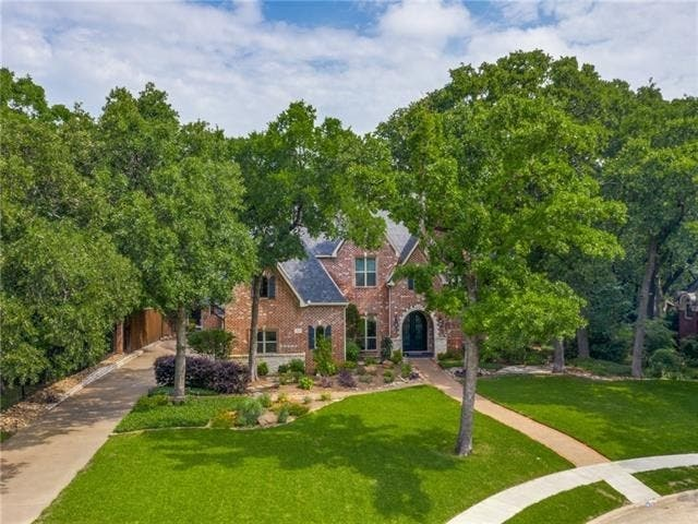Large Traditional-Style Home A Must-See In Grand Cove Estates