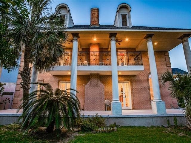 Large Colonial Is A Must-See In Dallas