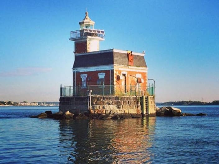 North Hempstead Approves Bid For Stepping Stone Lighthouse