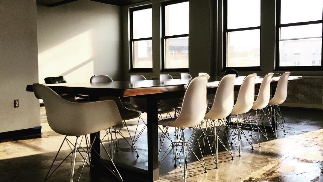 Does Your Home Restaurant Or Office Have An Unique Dimension A Non Traditional Shape Are You Confused About The Perfect Color That Matches