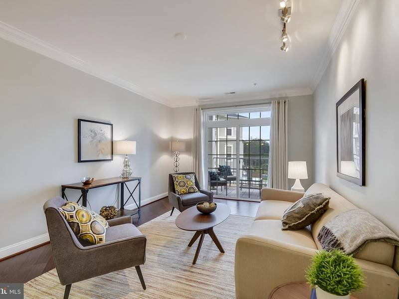 ... New Silver Spring Condo Offers High Ceilings Balcony Garage-0 ... & New Silver Spring Condo Offers High Ceilings Balcony Garage ...