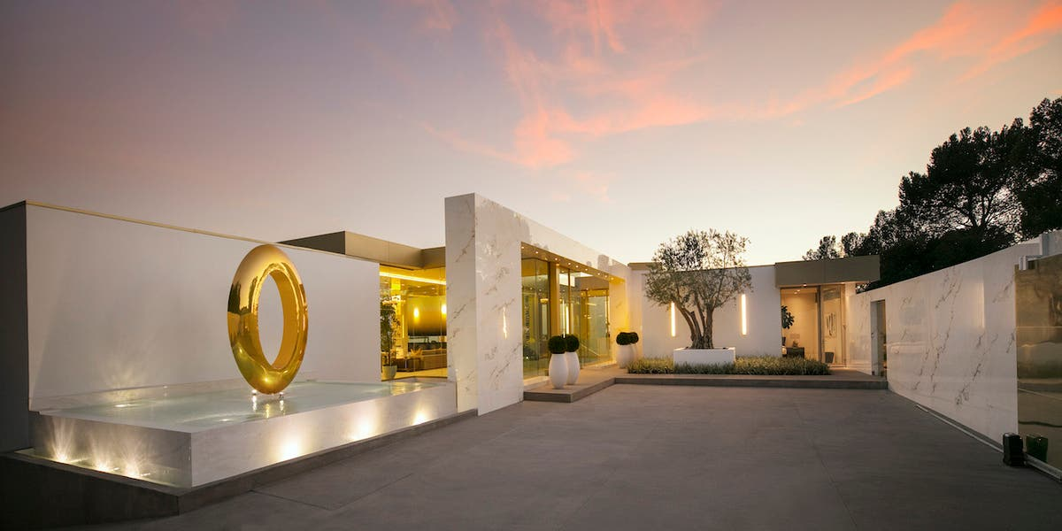 Half Naked Models Used To Sell Most Expensive Home In