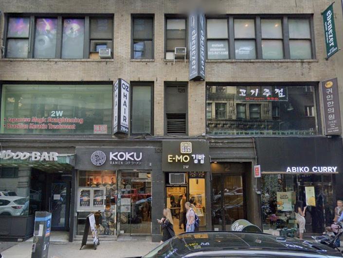 South Korean Chicken Chain Arrives In Manhattan