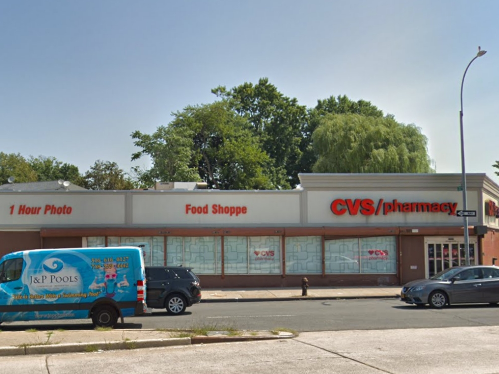 man stabbed in the shoulder in whitestone cvs  nypd
