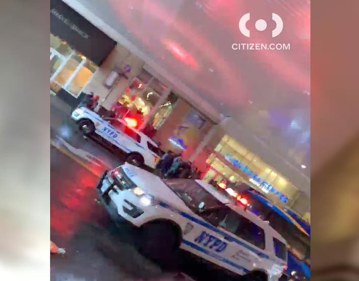 Chaos At Queens Center Mall After 200 Teens Start Fight: Cops