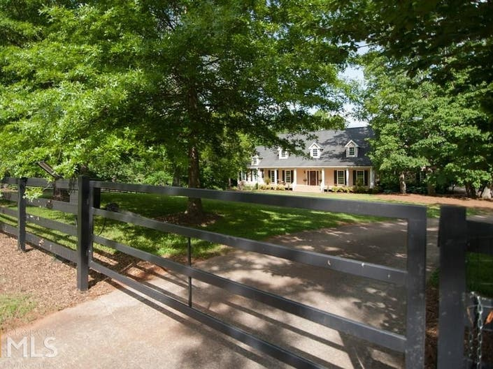 Gated Woodstock Equestrian Estate On 5 Acres Cape Cod