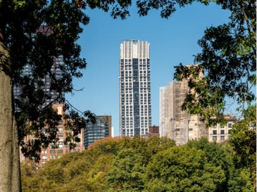An image of the tower at 200 Amsterdam on the Upper West Side.