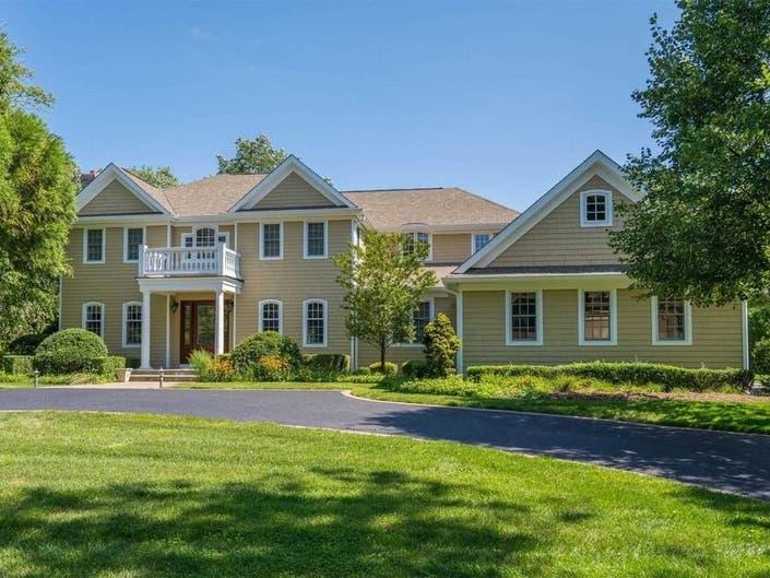 Wow House: The Backyard Is Like A Mini-Resort