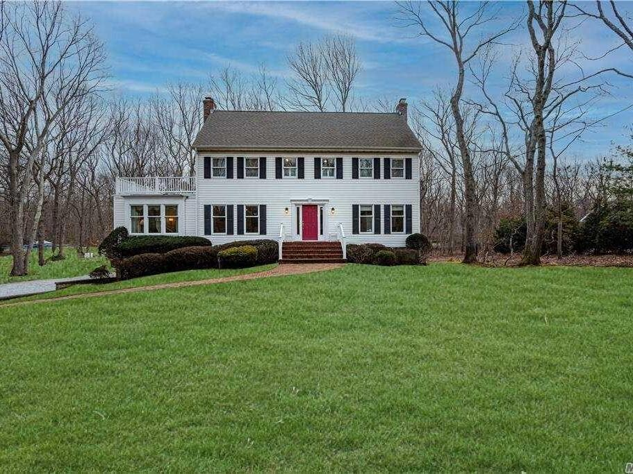 Wow House: $1.495M Setauket Home With Water Views