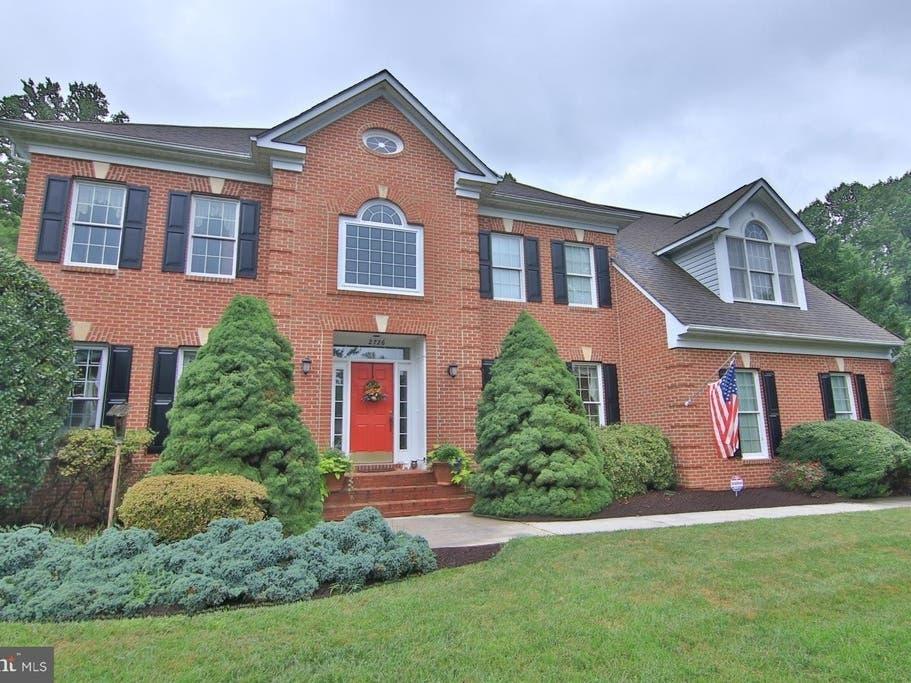 $899K Davidsonville Home Has Hardwood Floors, Superbath | Edgewater