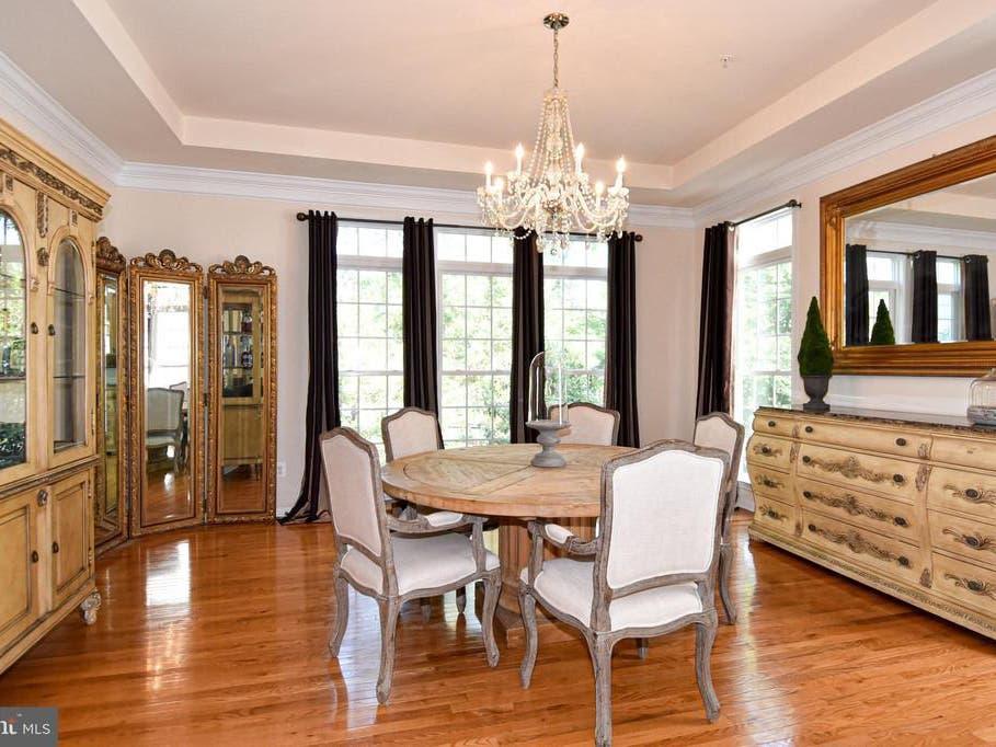 Luxurious 895k Fairfax City Home Possesses Amazing