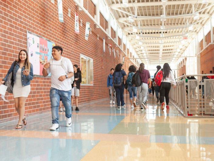 Teachers Challenge Chicagos Timeline For Adding School Support Staff