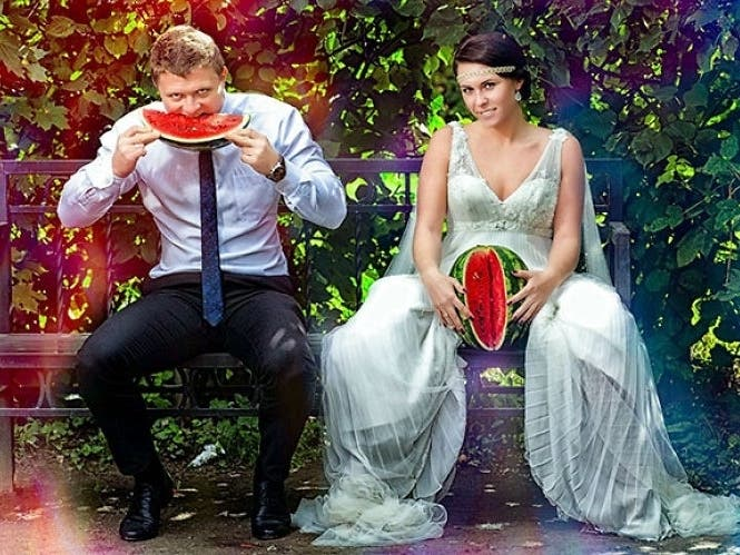 20 Wedding Photos That Are So Bad Theyre Good : Trends
