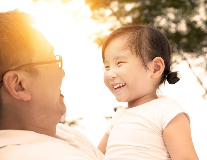 Близкие отношения между поколениями защищают здоровье стареющих иммигрантов и минимизируют стресс для лиц, обеспечивающих уход