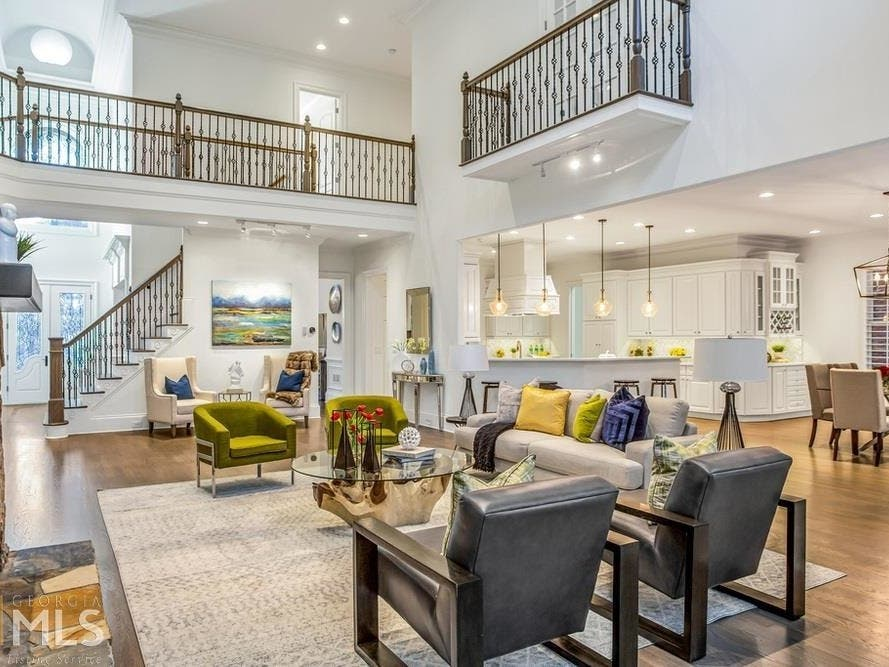 Check Out This 6-Bedroom Atlanta Home; 2 Master Bedrooms ...