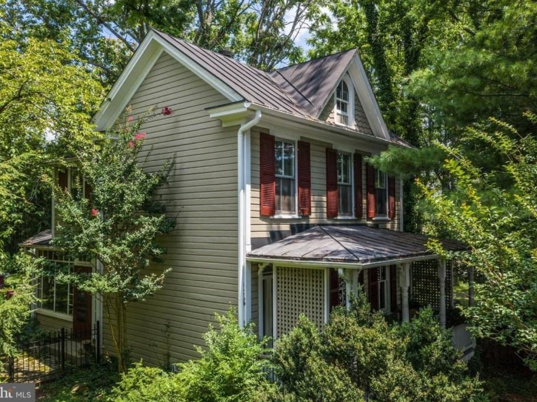 19th Century Home Offers An Outdoor Oasis In Downtown Leesburg