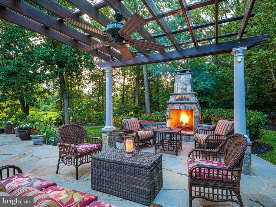 WOW House: Spend An Evening In Front Of Your Outdoor Fireplace