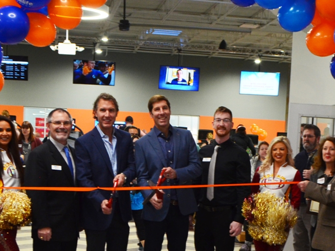 Kirk and John Galiani, Co-Chairmen of US Fitness, cutting the ribbon at Onelife Fitness Winchester