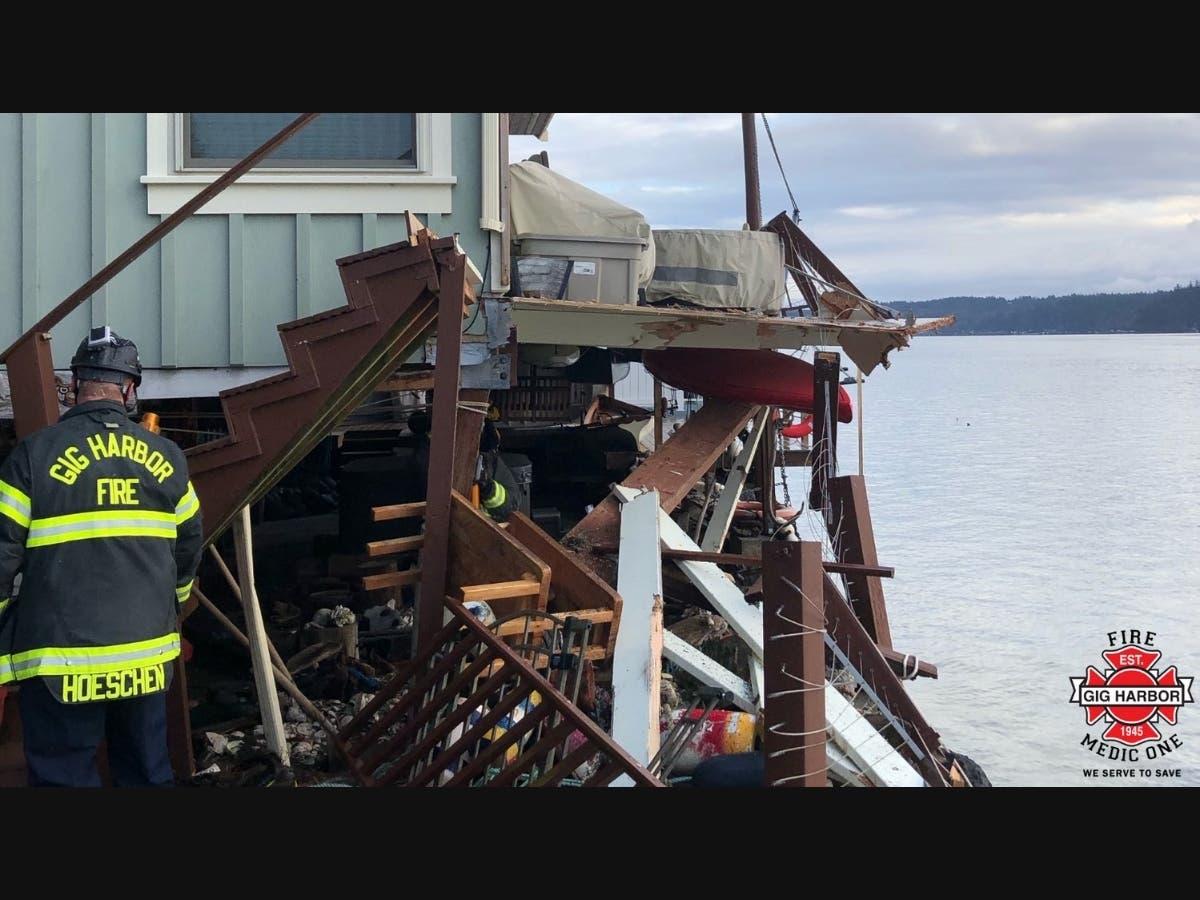 Barge Runs Aground, Damaging Gig Harbor Homes