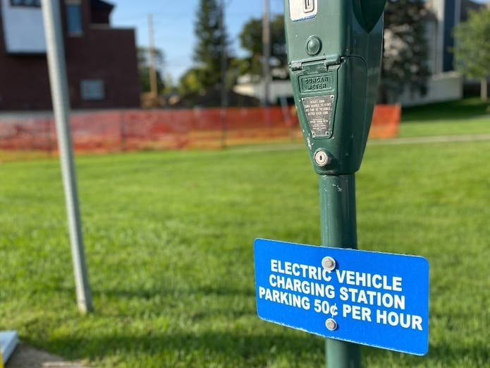 2 MI Companies To Help Build Electric Vehicle Charging Network