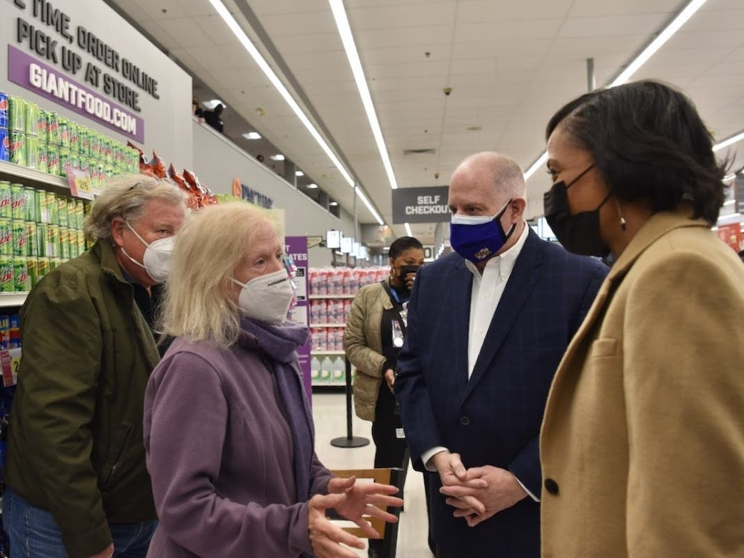 MD Pharmacies Will Give Vaccine; Hogan Touts Network During Visit