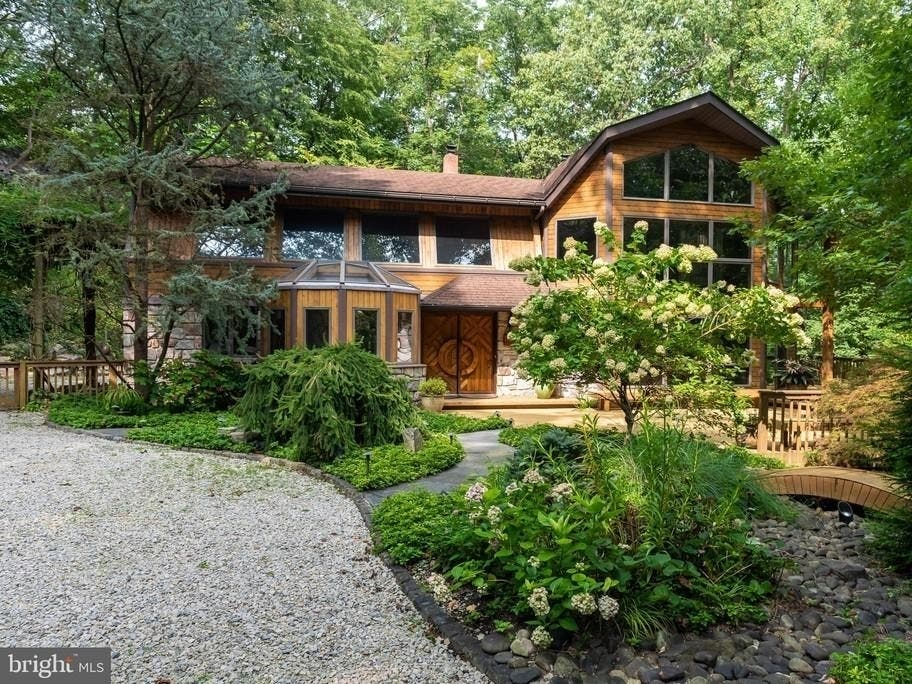 Home Atop Valley Forge Mountain Offers Custom Design, Inspiration