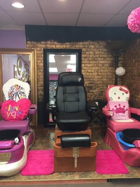 Job Opportunity Manicurist / Pedicurist licensed for kids/adults