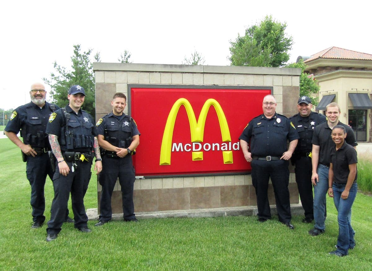 South Elgin Police Department Has Coffee With A Cop at McDonald's