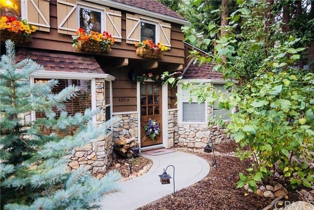 Big Bear Christmas.This Adorable Big Bear Lake Cottage Is Only 289k Banning
