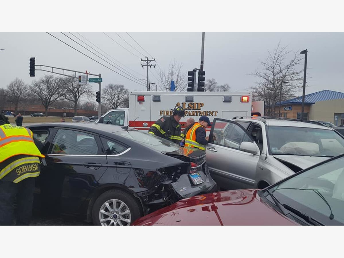 Simultaneous Crashes in Crestwood Send Six To Area Hospitals