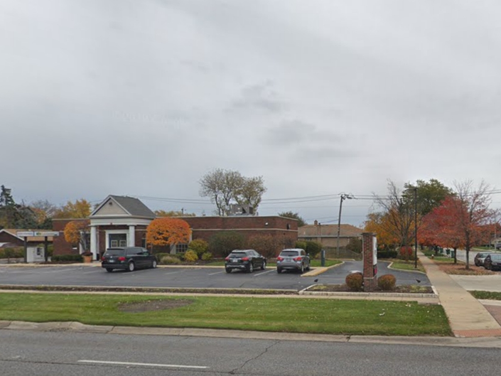 Bandit Passes Note To Teller, Robs Countryside Bank: Police