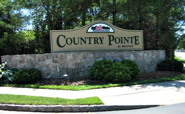 Country Pointe In Melville Ny Gated Townhouses And Single Family Homes