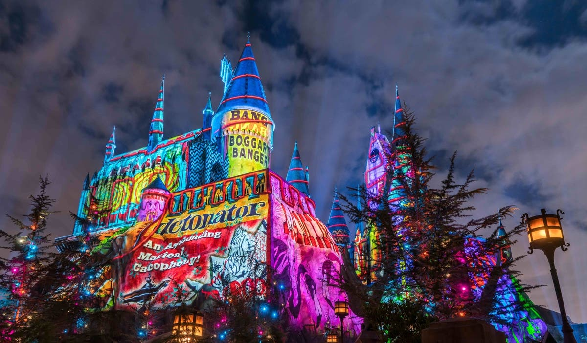 christmas in the wizarding world of harry potter is only open until sunday january 7 so make sure to transport yourself over to universal studios