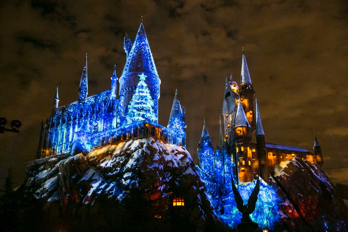 Universal Studios Christmas.Universal Studios Hollywood S New Harry Potter Christmas