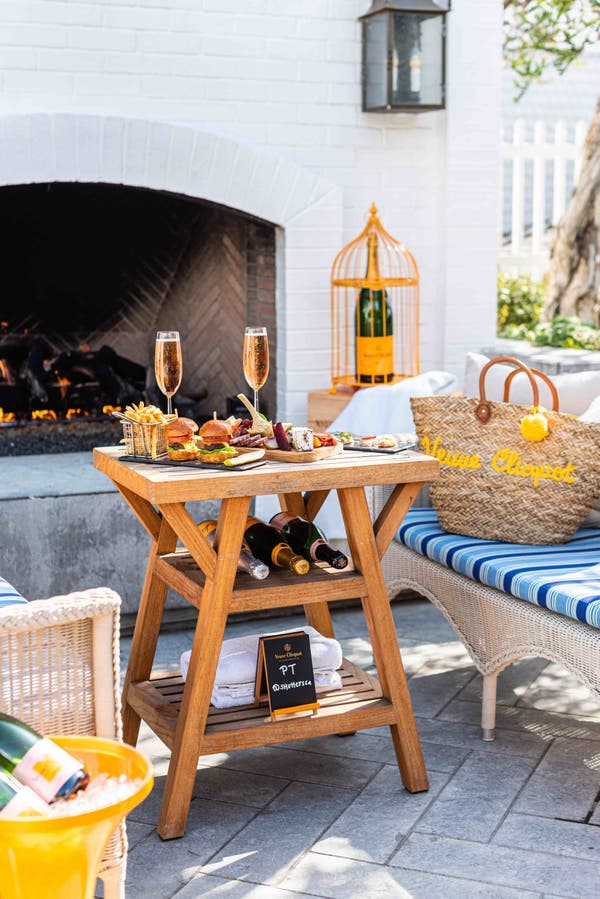 - sideoutside - Shutters on the Beach Launches New Outdoor Dining Space