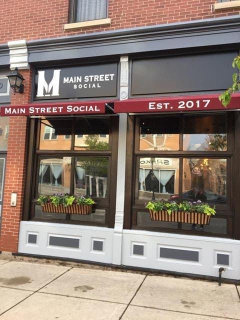 New Libertyville Restaurant Has Walk Up Dessert Window