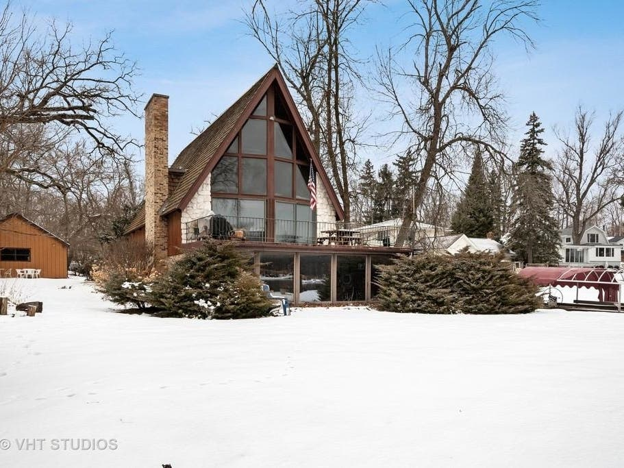 u0026 39 iconic u0026 39  home on fox river with indoor pool selling for