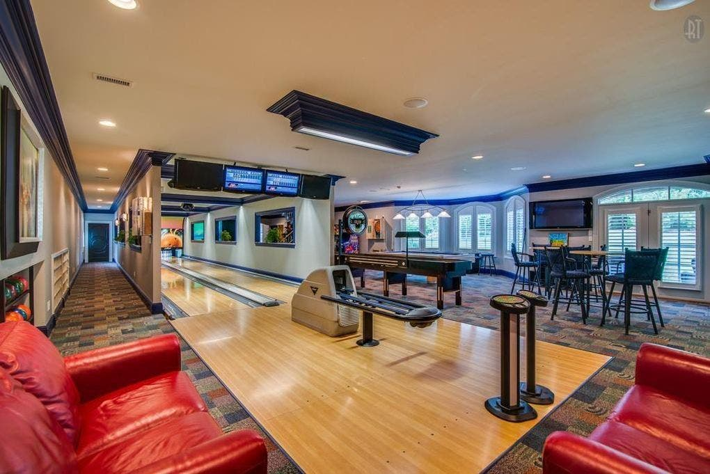 Wow House   5 9m Brentwood Estate With Bowling Alley