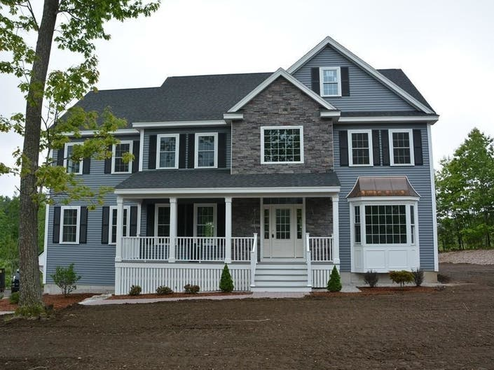 83 Long Hill Road In Hollis: Nearby Wow!