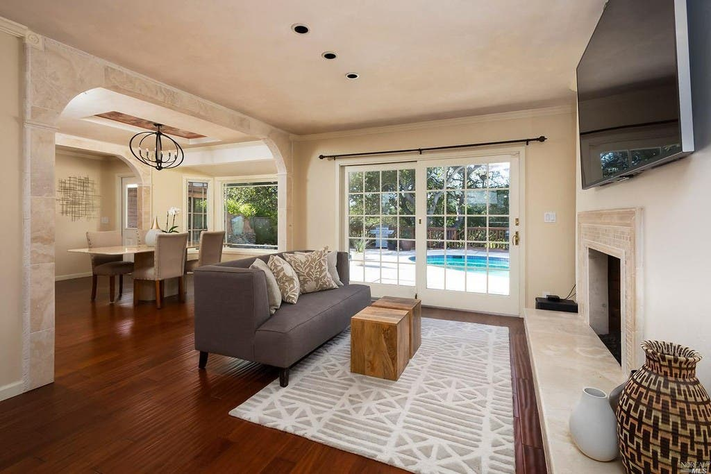 Bon ... Single Story Home In San Rafael Has Swimming Pool 0 ...