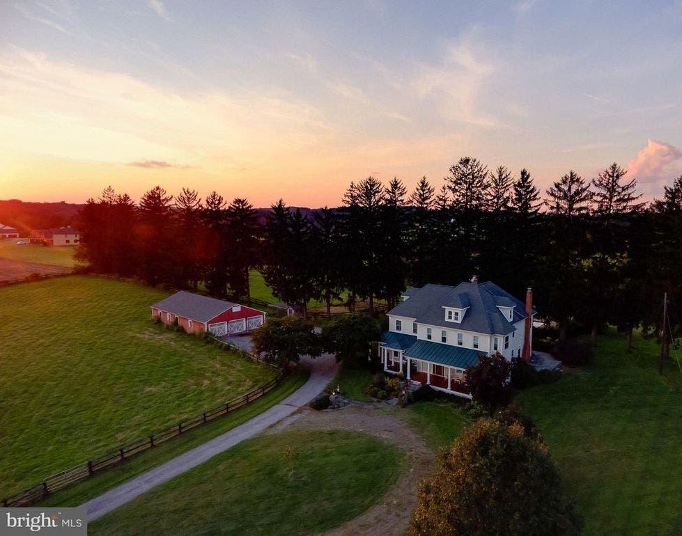 Maryland Dream Homes: 65 Acres, Brick Bayfront, Farm, Townhouse