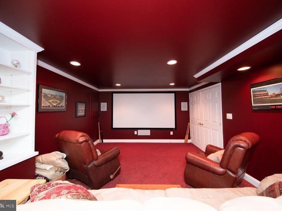 Vineyard Oak Dream Home Has Theater, Bar, Claw Foot Tub ...