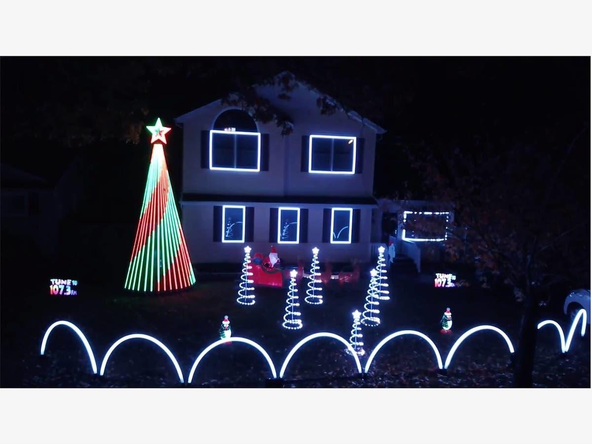 Christmas Radio.Watch Long Island Christmas Light Display Flashes To Radio