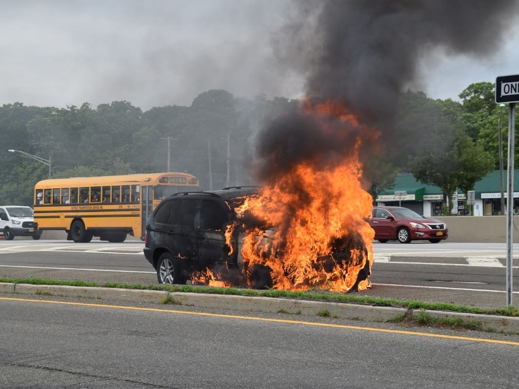 Bmw Goes Up In Flames On Sunrise Highway Sayville Ny Patch