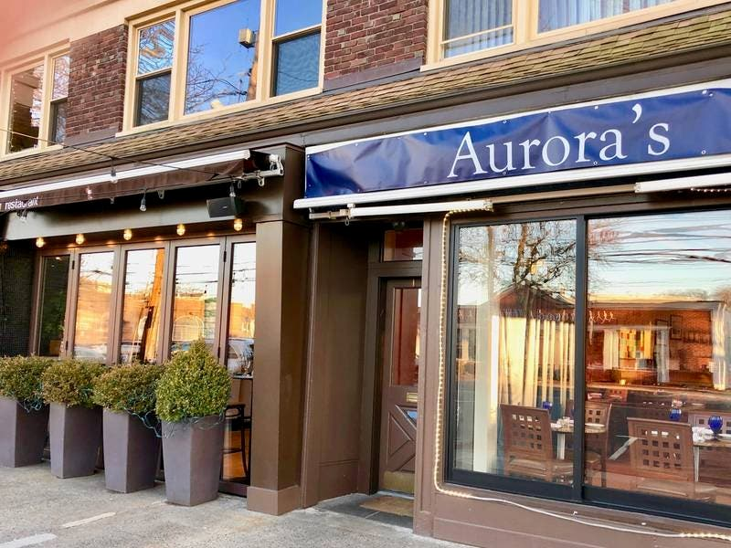 New Kid on the Block, Auroras (Cafe)!