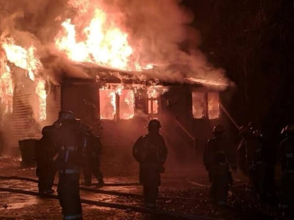 911 Dispatcher Loses 3 Dogs, Home In Fire | Patch PM | Del