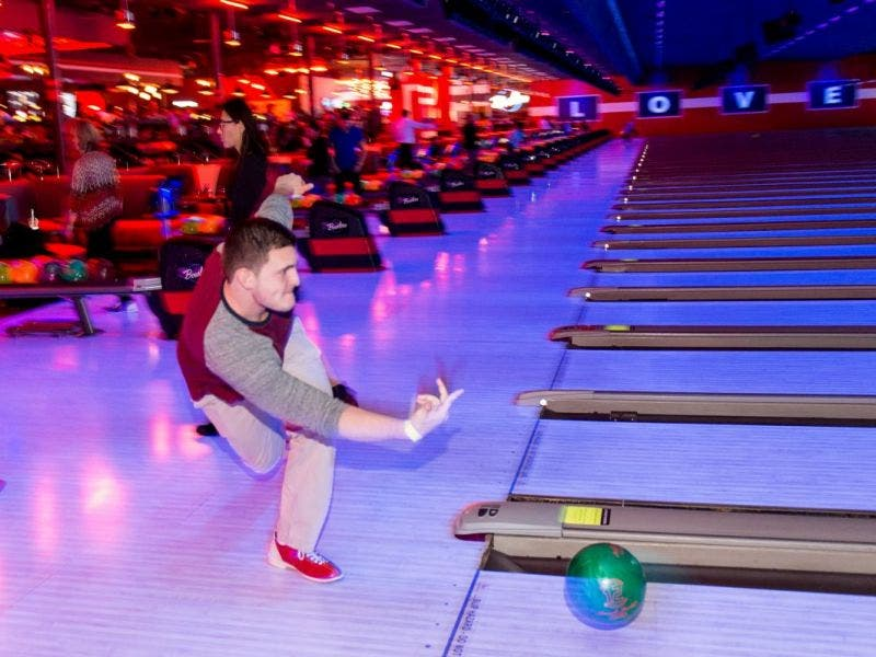 New Brunswick Bowling >> Bowlero Romeoville Coming Soon Brunswick Zone Reopening With New