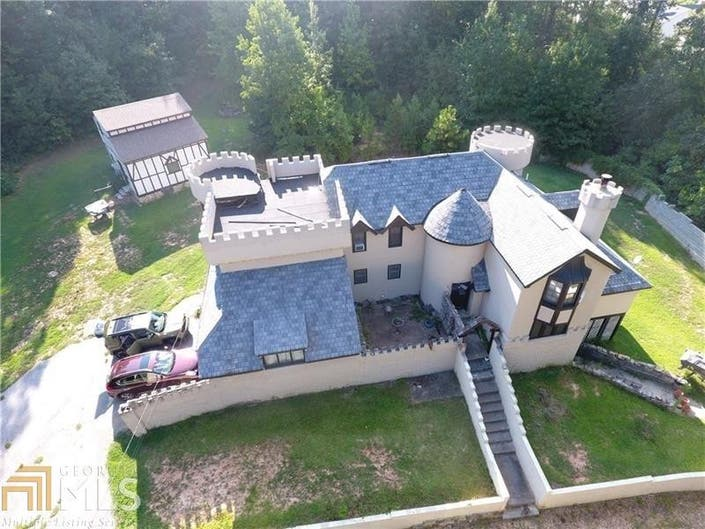Hiram House 694 000 Buys Castle Where Bill Murray Stayed