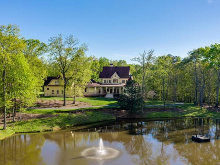 Stretch Out In These Georgia Mansions With Space To Sprawl