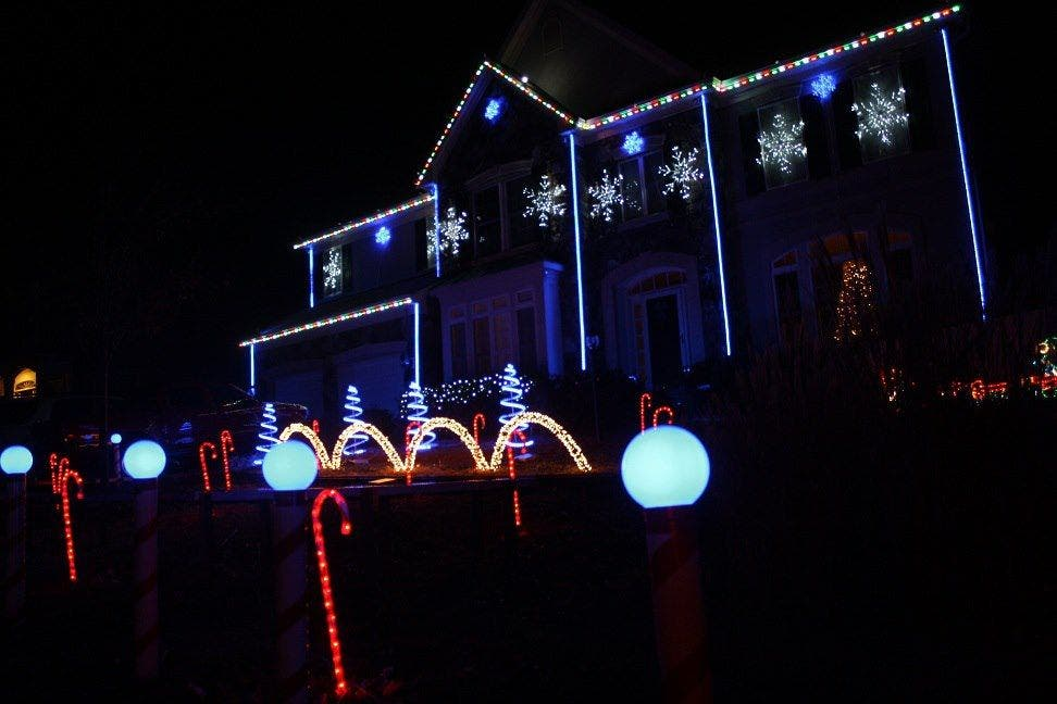 Christmas Lights To Music.Leesburg House Aglow With Spectacular Blinking Lights Synced